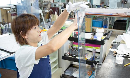 お取引先様の評価で樹脂加工部門では12社中1位と表彰していただきました。